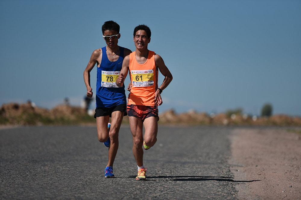 Run the Silk Road марафонунун 2015-2016-жылкы жеңүүчүсү Аман Момуналиев