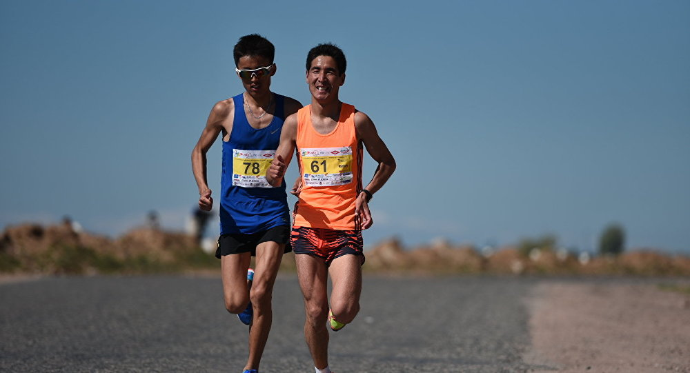 Участники марафона Run the Silk Road. Архивное фото