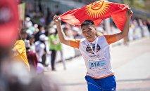 Run the Silk Road марафонунун катышуучусу. Архив