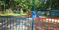 Рухнувшая карусель в парке имени Навои в городе Ош