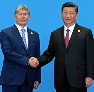 Кыргызстан президенти Алмазбек Атамбаев жана Кытайдын башчысы Си Цзиньпин менен Пекин шаарында өтүп жаткан Бир алкак — бир жол алкагында жолугушуусу