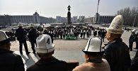 Акция в честь Дня ак калпака на площади Ала-Тоо.