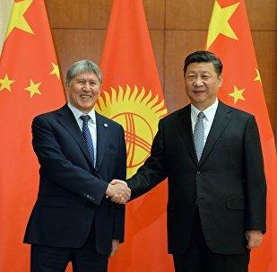 Президент Алмазбек Атамбаев Кытайга болгон иш сапарынын алкагында кесиптеши Си Цзиньпин менен жолукту