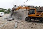 Снос незаконных построек в Бишкеке. Архивное фото