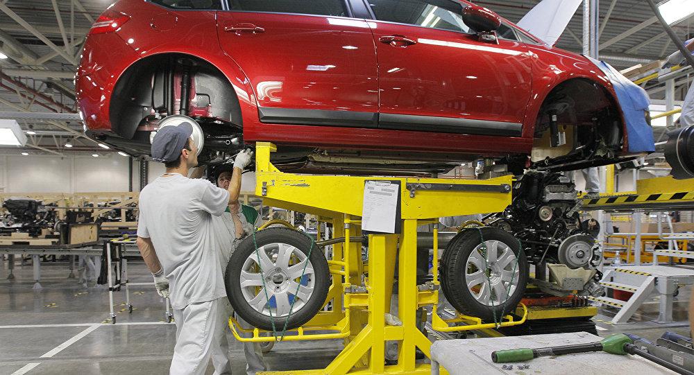 Сборка автомобилей Citroen на заводе. Архивное фото