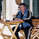 Расмий документте Табылды Эгембердиев 1951-жылдын 14-январында Чүй облусунун Жайыл районуна караштуу Букара айылында туулган деп жазылган. Бирок анык туулган күнү 1950-жылдын 28-декабры деп айтылып келет.