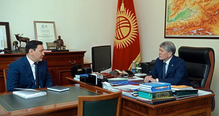 Президент Алмазбек Атамбаев бүгүн, 17-майда, Улуттук коопсуздук мамлекеттик комитетинин төрагасы Абдил Сегизбаевди кабыл алды.