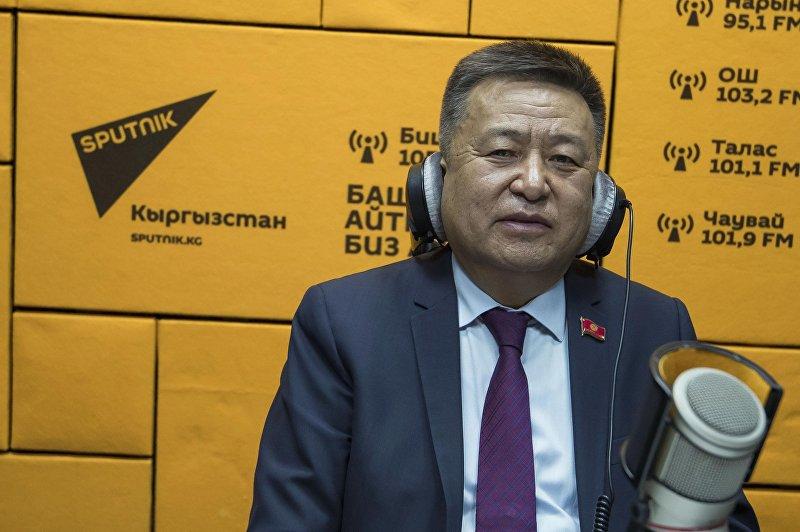 Спикер Жогорку Кенеша Чыныбай Турсунбеков во время интервью в мультимедийном центре Sputnik Кыргызстан