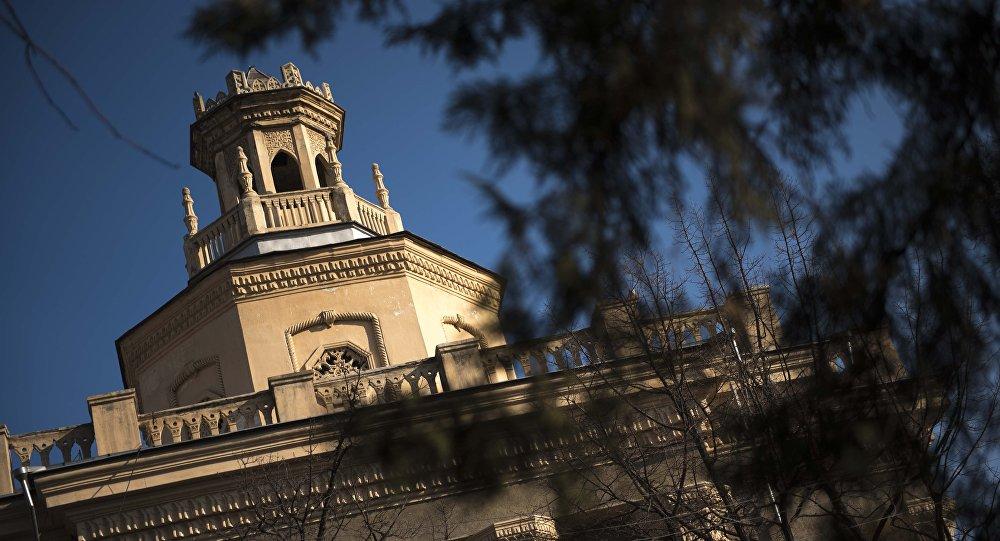 Здание Международного университета Кыргызстана в Бишкеке. Архивное фото