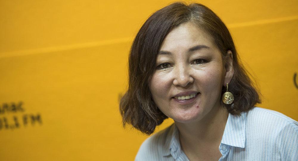 Волонтер Назгул Сооданбекова во время интервью Sputnik Кыргызстан