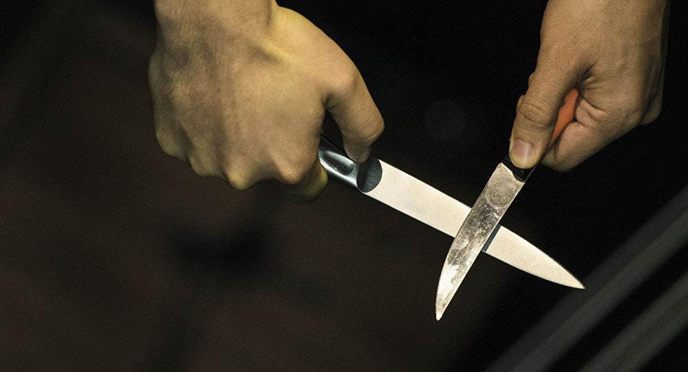 Мужчина с ножами. Архивное фото