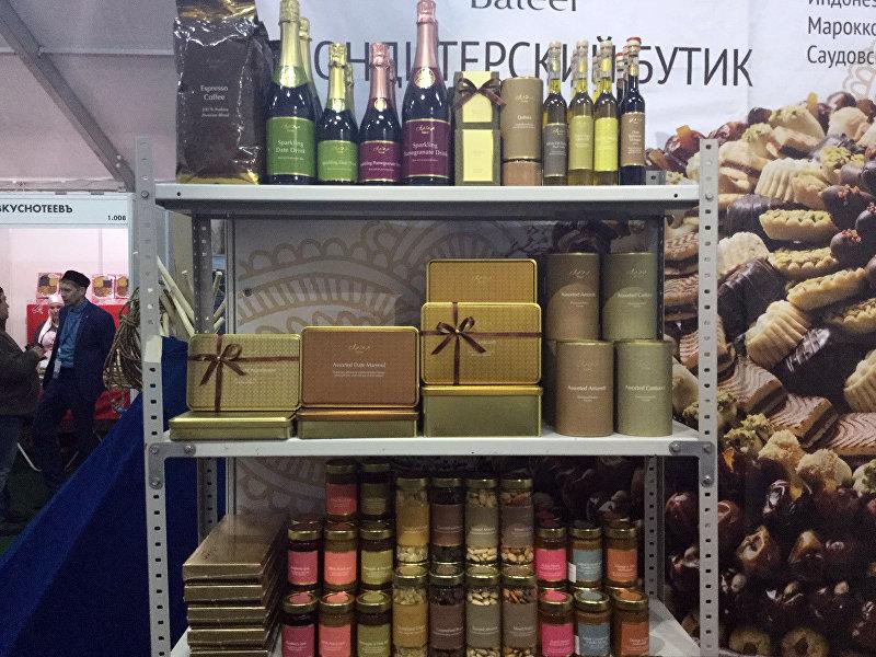 Напитки, представленное на открытии выставочной экспозиции RUSSIA HALAL EXPO в рамках IX Международного экономического саммита Россия — Исламский мир: KazanSummit 2017 в Казани.