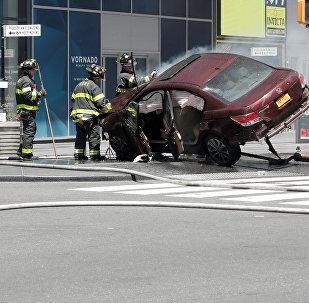 Нью-Йорктун Тайм-сквер аянтында машина кишилерди сүздү