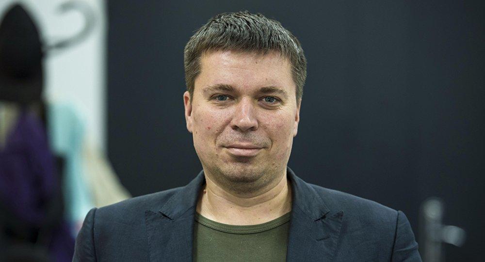 Sputnik Кыргызстан радиосунун продюсери Вадим Осадченко. Архивдик сүрөт