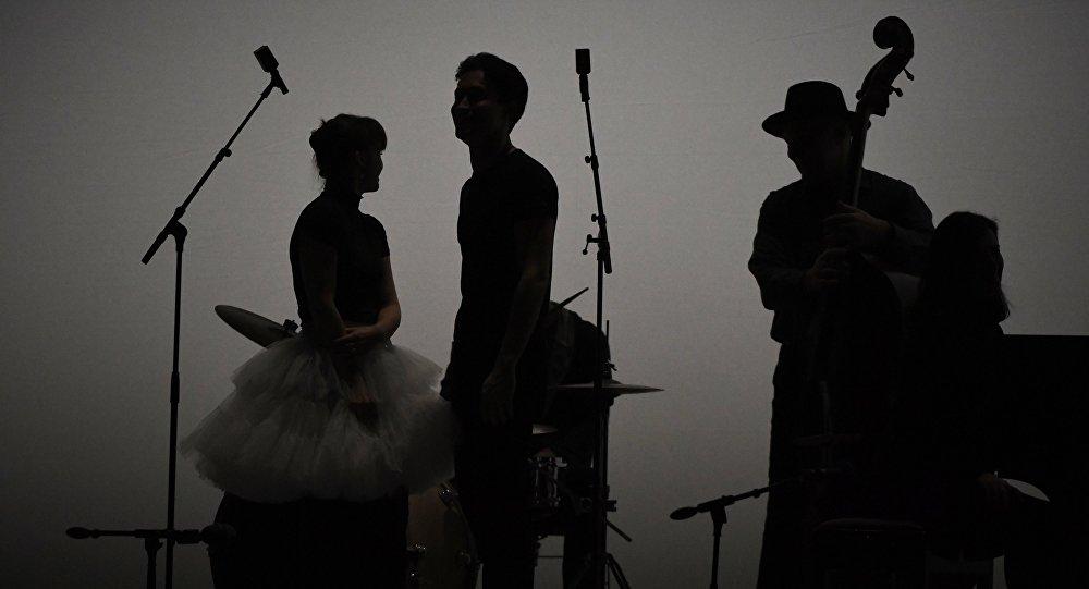 Группа во время выступления. Архивное фото