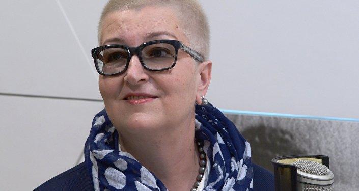 Писатель, теле- и радиоведущая Татьяна Устинова в студии радио Sputnik.