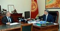 Президент Алмазбек Атамбаев Кыргызстан элинин ассамблеясынын төрагасы Токон Мамытовду кабыл алды