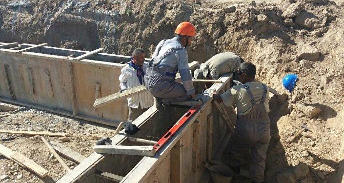 Баткен облусунун Лейлек районунда жашоо шарты начар үй-бүлөлөрдүн балдары үчүн жатак мектеби курула баштады