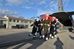Официальная церемония передачи тела российского летчика Су-24 Олега Пешкова в аэропорту Эсенбога в Анкаре. 24 ноября 2015 года российский Су-24 был сбит турецким F-16 над сирийской территорией и упал в четырех километрах от границы с Турцией. Пилот Олег Пешков был расстрелян во время катапультирования с земли боевиками на территории, которую контролируют сирийские туркмены. (Фотографии предоставлены Министерством обороны Турции.)