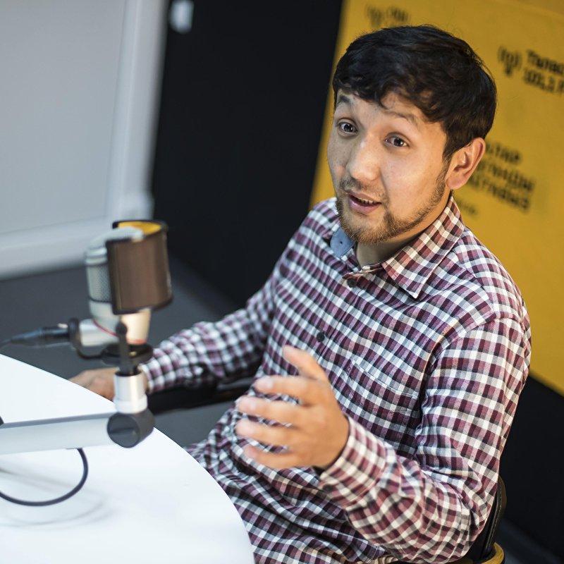 Руководитель проекта Эконом kg по сокращению расходов на мероприятия Эрлан Жыргалбек уулу во время интервью ИА Sputnik Кыргызстан