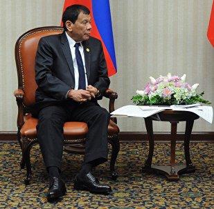Президент РФ Владимир Путин и президент Филиппин Родриго Дутерте (слева) во время встречи. Архивное фото
