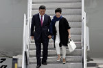 Кытайдын төрагасы Си Цзиньпин жубайы Пэн Лиюань менен. Архивдик сүрөт