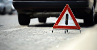 Дорожный знак Внимание на автомобильной дороге. Архивное фото