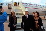 Кыргызстан президенти Алмазбек Атамбаев жана биринчи айым Раиса Атамбаева. Архив