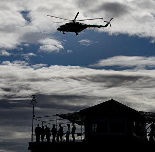 Вертолет на небе. Архивное фото