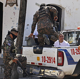Сальвадор полиция кызматкерлери. Архив