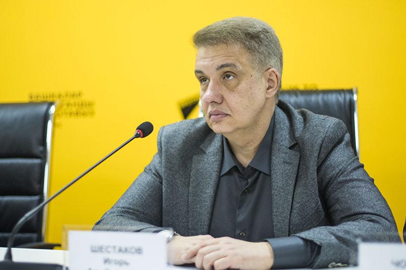 Кыргызстанский политолог Игорь Шестаков во время видеомоста Мирное сосуществование государств в условиях многополярного мира в мультимедийном центре Sputnik Кыргызстан