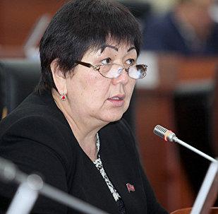 Депутат от фракции СДПК Карамат Орозова