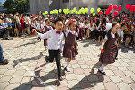Ученики в одном из школ Бишкека. Архивное фото