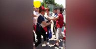Раздача бесплатного напитка привела к стычке в Бишкеке — кадры очевидца