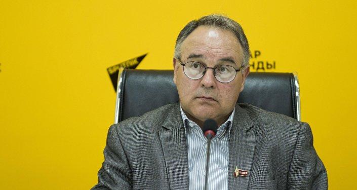 Исполнительный директор Ассоциации книгоиздателей и книгораспространителей Кыргызстана Олег Бондаренко