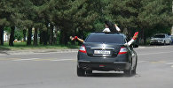 Доездились! — как милиция задерживала выпускников в Бишкеке за нарушение ПДД