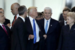 АКШ президенти Дональд Трамп жана Черногориянын премьер-министри Душко Маркович  НАТОнун Брюсселдеги жаңы штаб-квартирасы менен таанышуу учурунда