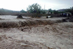Баткен районунун Актатыр айыл аймагында катуу жааган жамгырдан улам сел жүрүп турак жайларды каптады