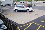 Американка запрыгнула на капот машины, чтобы помешать угонщику