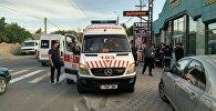 Бишкекте жөө адамдар өтө турган жол чийинден жаш баланы унаа койдуруп кеткен