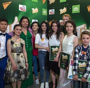 Главный редактор российского иновещания Маргарита Симоньян и участники шоу Ты супер! на НТВ