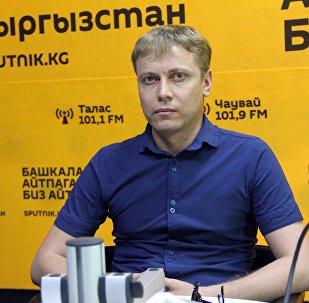 Бишкекский стоматолог Алексей Казанцев во время интервью Sputnik Кыргызстан