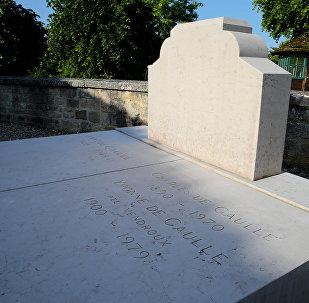 Могила Шарля де Голля в Коломбэ-ле-Дез-Эглиз. 28 мая 2017 год