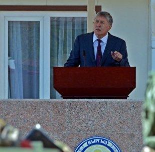 Архивное фото президента КР Алмазбека Атамбаева во время поздравительной речи