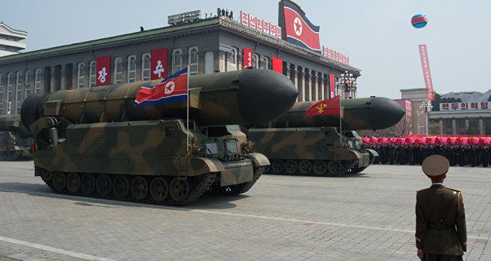 Пусковые установки межконтинентальных баллистических ракет Корейской народной армии во время парада, приуроченного к 105-й годовщине со дня рождения основателя северокорейского государства Ким Ир Сена, в Пхеньяне.