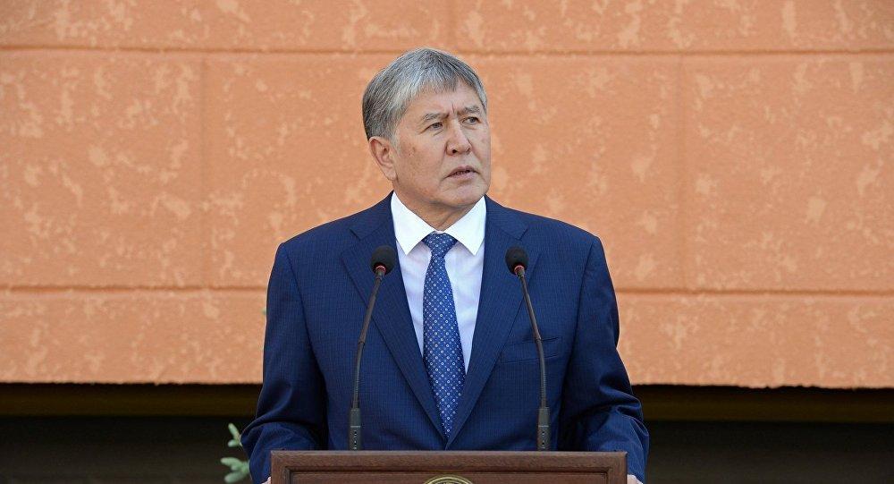 Церемония открытия многоквартирного жилого дома, построенного для чекистов в Бишкеке
