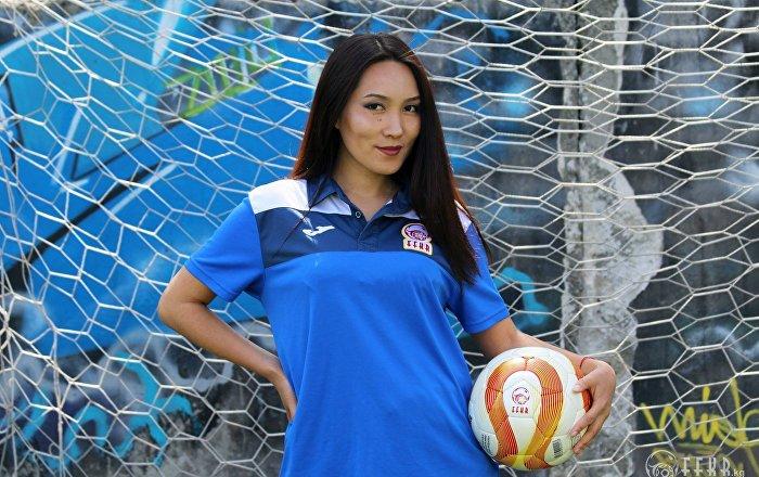 Мисс футбол-2017 наамын 28 жаштагы Надира Исакованын архивдик сүрөтү