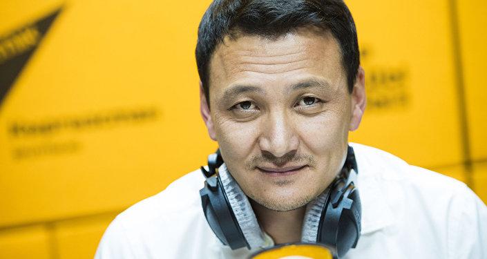 Член правления Российско-Кыргызского фонда развития Аймен Касенов во время интервью на радиостудии Sputnik Кыргызстан