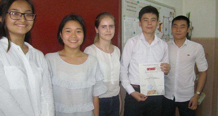 Призы конкурсантам вручили 23 мая. Школьники должны были отправить свои творческие работы в один из вузов Кемерово (Россия) с 15 марта по 9 мая