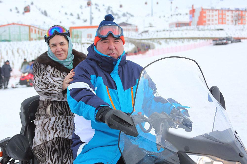 Президент Таджикистана Эмомали Рахмон на горнолыжной базе